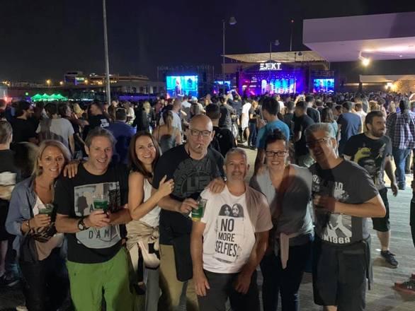 """Πατρινοί στη συναυλία των μυθικών """"Cure"""" στην πλατεία Νερού (pics)"""