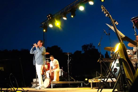 Αίγιο: Ο Μάριος Φραγκούλης μάγεψε το κοινό υπό το φως της πανσελήνου (pics)