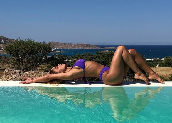 Η Κόνι Μεταξά φόρεσε το σέξι μαγιό της