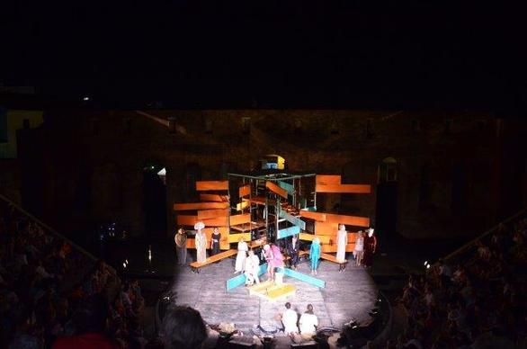 """Οι """"Νεφέλες"""" μάγεψαν το κοινό, που γέμισε τις κερκίδες του Ρωμαϊκού Ωδείου Πάτρας (φωτο)"""