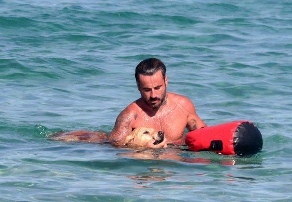 Γιώργος Μαυρίδης: Διακοπές με τη σκυλίτσα του τη Μόλυ! (φωτο)