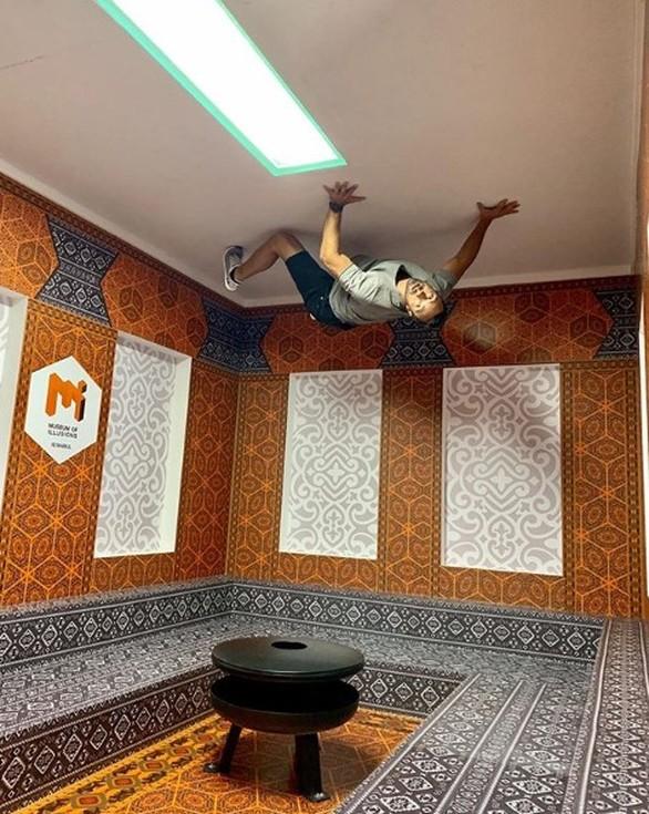 Ο Σάκης Τανιμανίδης εγκαινίασε το νέο Μουσείο Ψευδαισθήσεων στην Κωνσταντινούπολη (φωτο)
