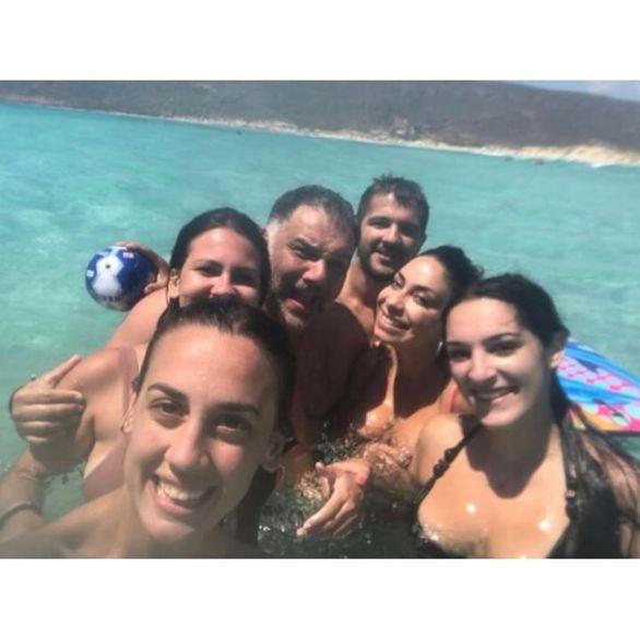 Γρηγόρης Αρναούτογλου - Νάνσυ Αντωνίου: Διακοπές στην Ελαφόνησο! (φωτο)
