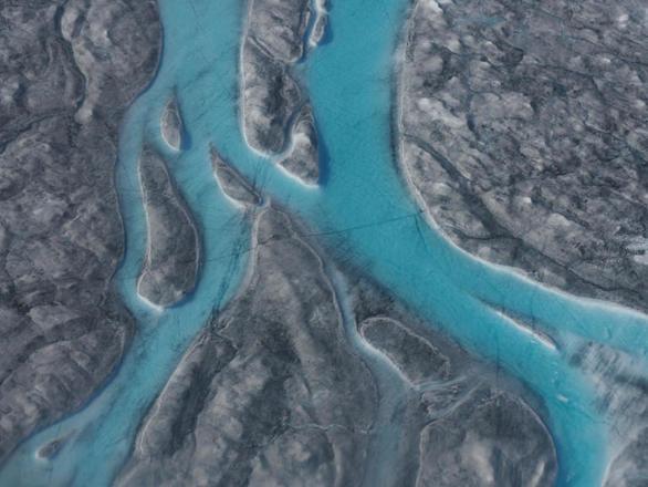 Γροιλανδία: Έλιωσαν 11 δισ. τόνοι πάγου σε μια μέρα (pics+vids)