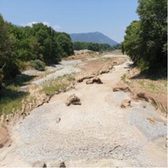 Στέρεψε ο Πηνειός ποταμός στα Τρίκαλα (pics+video)