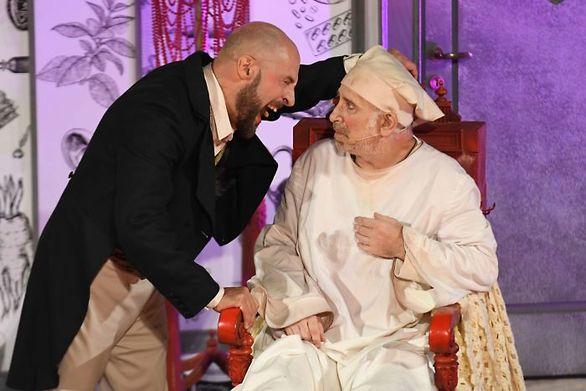 """Εντυπωσίασε το Πατρινό κοινό η παράσταση """"Ο κατά φαντασίαν ασθενής""""  (φωτο)"""