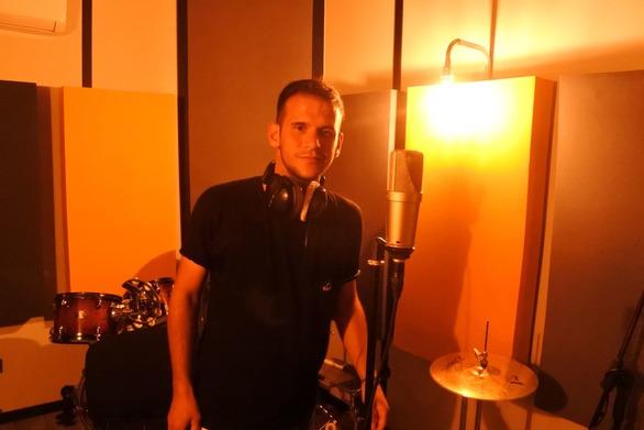 Ο Πατρινός performer που τραγουδά για μία μουσική που δεν έχει όρια και ελίτ  (pics+vids)