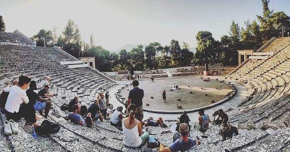 Βασίλης Παπαδημητρίου - Ο 27χρονος που μεγάλωσε δίπλα στο Ρωμαϊκό Ωδείο της Πάτρας και έπαιξε σε αυτό!