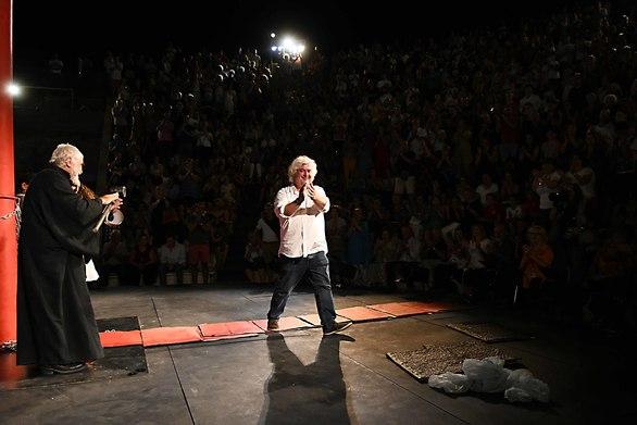 Μια μοναδική θεατρική εμπειρία στην Πάτρα - Συγκλονιστικός ο «Προμηθέας Δεσμώτης» (φωτο)
