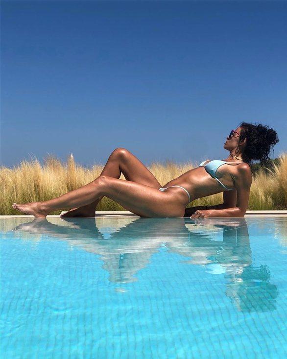 Η Ελένη Φουρέιρα φωτογραφήθηκε με σέξι μαγιό