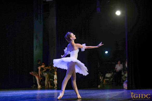 Στην Wenzhou της μακρινής Κίνας η Πατρινή μπαλαρίνα Γεωργία Νικολοπούλου