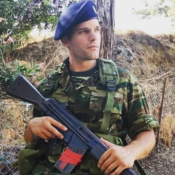 Ο Νικόλας Μπράβος ντύθηκε στα χακί! (φωτο)