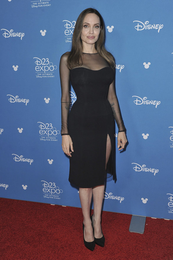 Αντζελίνα Τζολί - Έκλεψε τις εντυπώσεις με μαύρο Versace φόρεμα