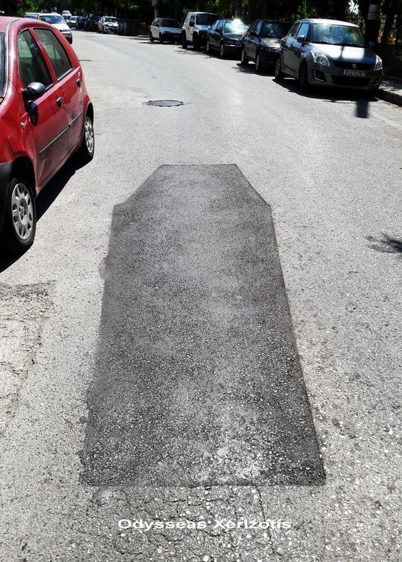 Το μπάζωμα σε δρόμο της Πάτρας που σχηματίζει... φέρετρο!