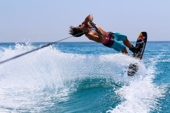 Water Skiing: τα πέδιλα στα πόδια, η αδρεναλίνη στα ύψη