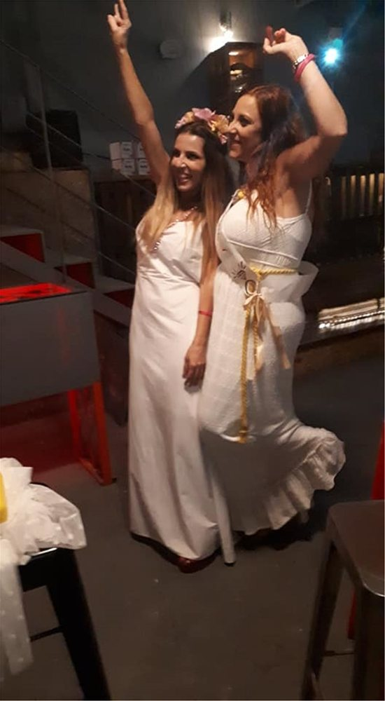 Η Ευρυδίκη παντρεύεται και το «έκαψε» στο μπάτσελορ πάρτι με τους φίλους της (pics+video)