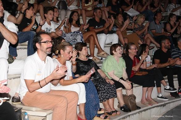 """""""Οι γαμπροί της Ευτυχίας"""" κέρδισαν το χειροκρότημα των Πατρινών (φωτο)"""