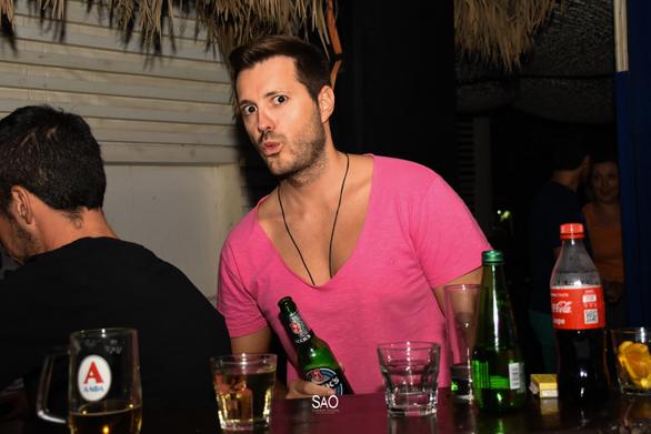 Ο ηθοποιός Γιάννης Ζαραφωνίτης διασκέδασε στο Sao Beach Bar (φωτο)
