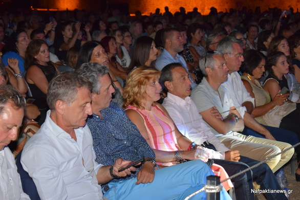 Πέγκυ Ζήνα και Παναγιώτης Πετράκης μάγεψαν το κοινό του Αντιρρίου (pics+video)