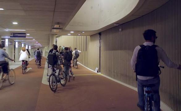 Μια ματιά στο μεγαλύτερο πάρκινγκ ποδηλάτων στον κόσμο (φωτο)