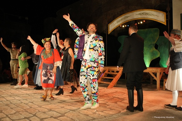 """Μια ξεκαρδιστική βραδιά χάρισε η """"Μαρία Πενταγιώτισσσα"""" στους Πατρινούς! (pics)"""