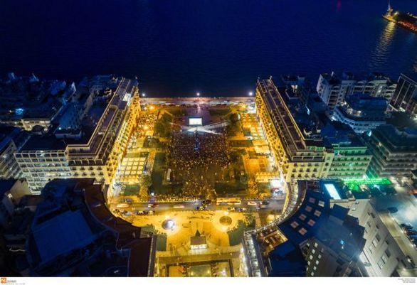 Ολόκληρη η πλατεία Αριστοτέλους ένα σινεμά (φωτο)