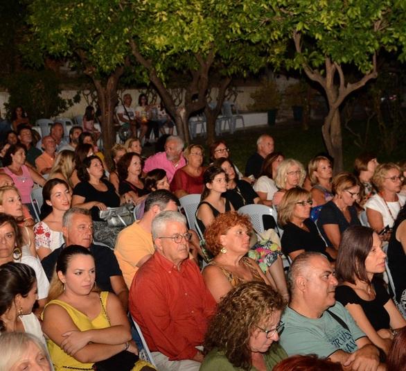 Πάτρα - Ταξίδεψε το κοινό στις μελωδικές διαδρομές του Κώστα Λειβαδά (φωτο)