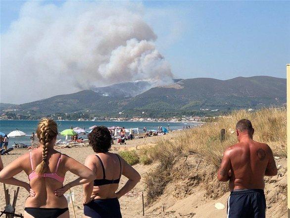 Φωτιά στη Ζάκυνθο: Εκκενώθηκαν σπίτια και ξενοδοχείο στο χωριό Κερί (pics+video)