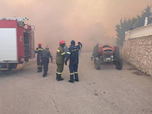 Ζάκυνθος: Ολονύχτια μάχη με τις φλόγες - Όλοι περιμένουν τα εναέρια Μέσα