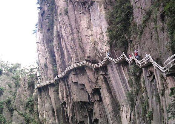 Τα τρομακτικά μονοπάτια του Κίτρινου Βουνού στην Κίνα