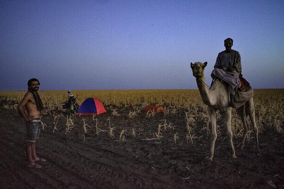 Άγγελος Γεωργόπουλος - Η ταξιδιάρα ψυχή της Πάτρας, γυρίζει την Αφρική με ένα ποδήλατο! (pics)
