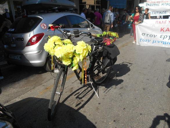 Το λουλουδάτο ποδήλατο της αγάπης που είδαμε στο κέντρο της Πάτρας