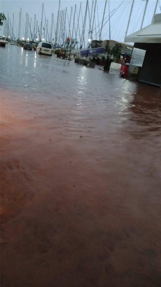 Πλημμύρες και κλειστά σχολεία σε Κεφαλονιά και Ιθάκη (φωτο)