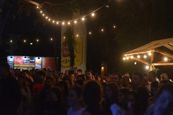 """Οι Πατρινοί """"αγκάλιασαν"""" το Street Food Festival (φωτο)"""