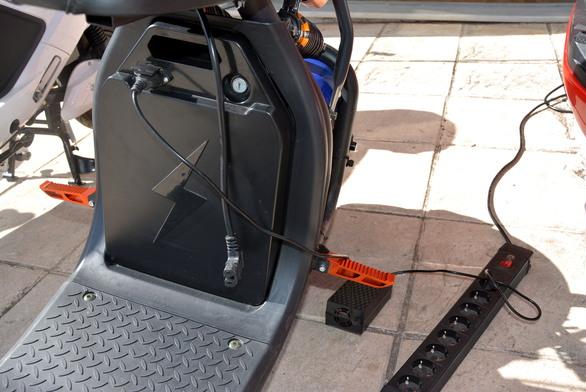 Κάναμε test drive στο πιο πρωτοπόρο κατάστημα οχημάτων της Πάτρας και μπήκαμε στην πρίζα! (pics+video)