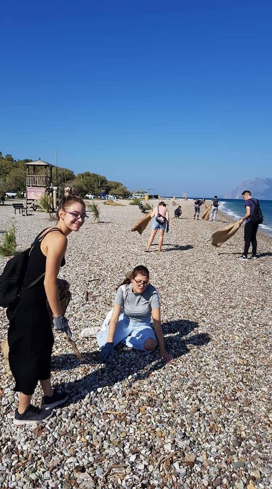 Πάτρα: Περισσότεροι από 100 εθελοντές καθάρισαν την Πλαζ! (φωτο)