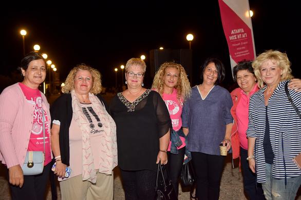 Πάτρα: O Κυματοθραύστης φωτίστηκε ροζ για χάρη των γυναικών που μάχονται κατά του καρκίνου (φωτο)