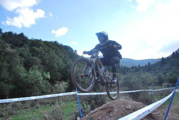 """Το Downhill Race 2019 στα Καλάβρυτα """"σήκωσε"""" την αδρεναλίνη στα ύψη (φωτο)"""