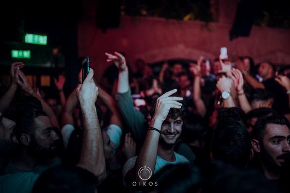 "Heavy Pins & Freespirit, έβαλαν ""φωτιά"" στο Oikos Bar! (φωτο)"