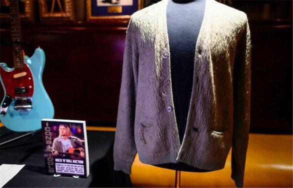 Η ζακέτα του Κερτ Κομπέιν πωλήθηκε 334.000 δολάρια σε δημοπρασία