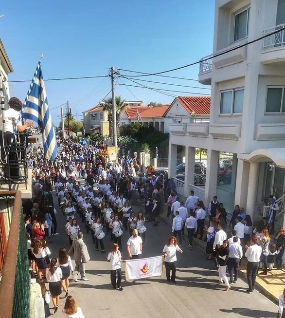 Με λαμπρότητα η μαθητική παρέλαση της 28ης Οκτωβρίου στο Δερβένι Ξυλοκάστρου (pics+video)