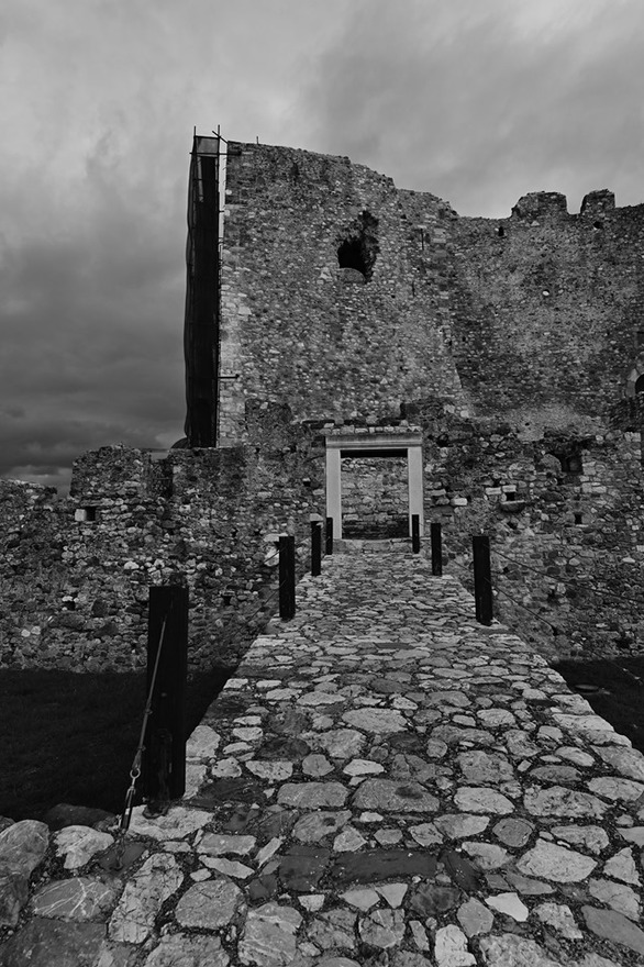 Το Κάστρο της Πάτρας σε ένα ασπρόμαυρο φόντο, αιώνιο, κλασικό και διαχρονικό (pics)