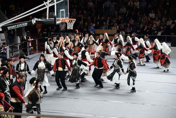 Γέμισε από χορευτές το γήπεδο του Απόλλωνα Πατρών για τα Πρωτοκλήτεια (φωτo)