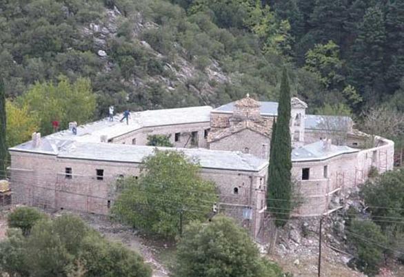 Φτάνουν οι πρώτοι πρόσφυγες στη Δυτική Ελλάδα - Πάνε στην Ιερά Μονή Πορετσού