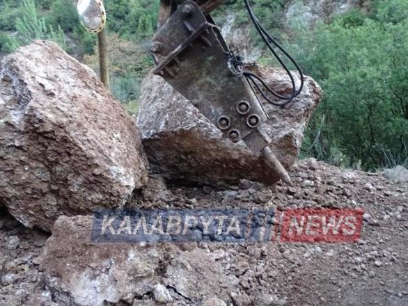 Έκλεισε ο δρόμος στην Ζαχλωρού - Καλαβρύτων λόγω μεγάλης κατολίσθησης