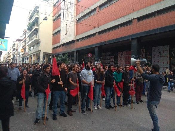 Πάτρα - Ξεκίνησε με μαζικότητα η πορεία των φοιτητικών συλλόγων (φωτο)