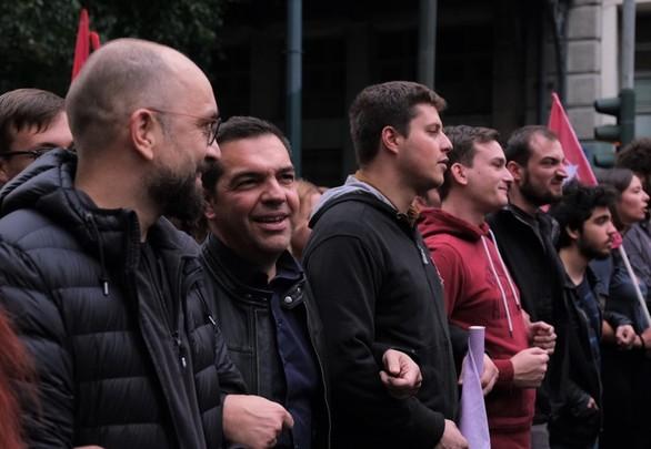 Ο Αλέξης Τσίπρας στην πορεία για το Πολυτεχνείο (φωτο)