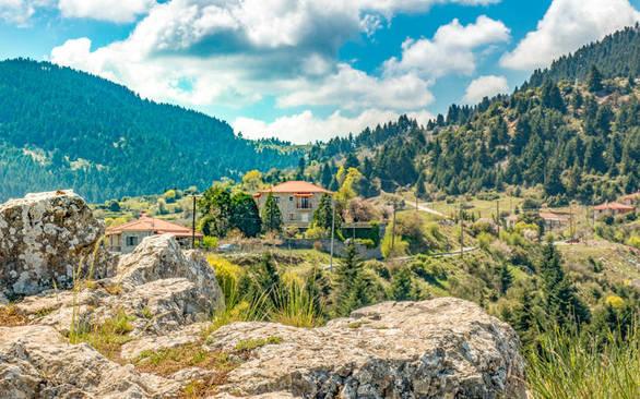 Το χωριό που κοιμάται στην αγκαλιά του Μαινάλου στην καρδιά της Πελοποννήσου (φωτo)