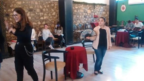 Η θεατρική ομάδα του 9ου Γυμνασίου Πάτρας κάτι ετοιμάζει... (φωτο)