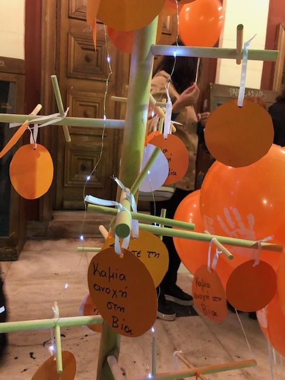 Το Δημοτικό Θέατρο «Απόλλων» της Πάτρας, φωταγωγήθηκε σε χρώμα πορτοκαλί! (φωτο)